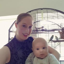 Mein Sohn und ich vor dem Quarantänekäfig mit den aktuellen Vermittlungswellis.
